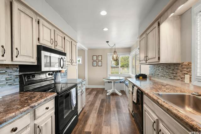 3705 S 5500 W, Hooper, UT 84315 (#1767761) :: Doxey Real Estate Group