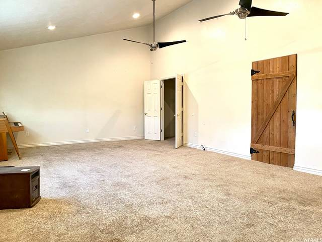 186 S 200 W, Vernal, UT 84078 (#1724939) :: goBE Realty