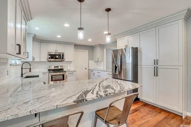 2433 Wood Hollow Way, Bountiful, UT 84010 (#1751513) :: The Perry Group