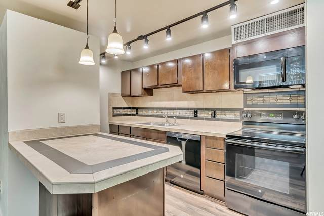 3683 S 2200 W #67, West Valley City, UT 84119 (#1753303) :: Colemere Realty Associates
