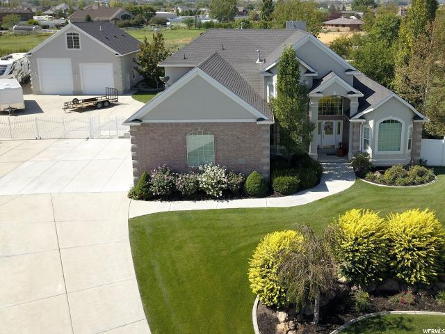 2435 W Bridle Meadow Cir, Bluffdale, UT 84065 (#1482120) :: The Utah Homes Team with HomeSmart Advantage