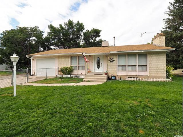 5002 S Englewood Dr W, Taylorsville, UT 84118 (#1482407) :: The Utah Homes Team with HomeSmart Advantage