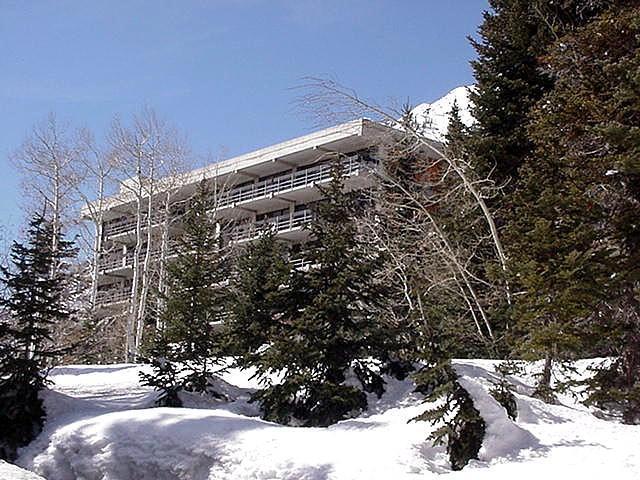 9202 E Lodge Dr S 103-4, Snowbird, UT 84092 (#1484184) :: The Fields Team