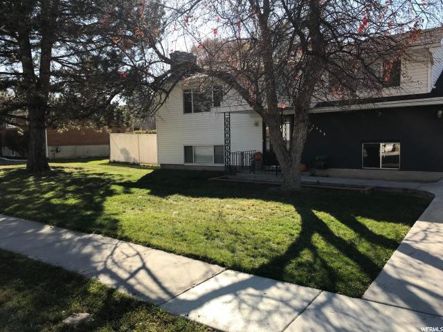1488 E Fieldcrest Ln, Holladay, UT 84117 (#1492441) :: William Bustos Group | Keller Williams Utah Realtors
