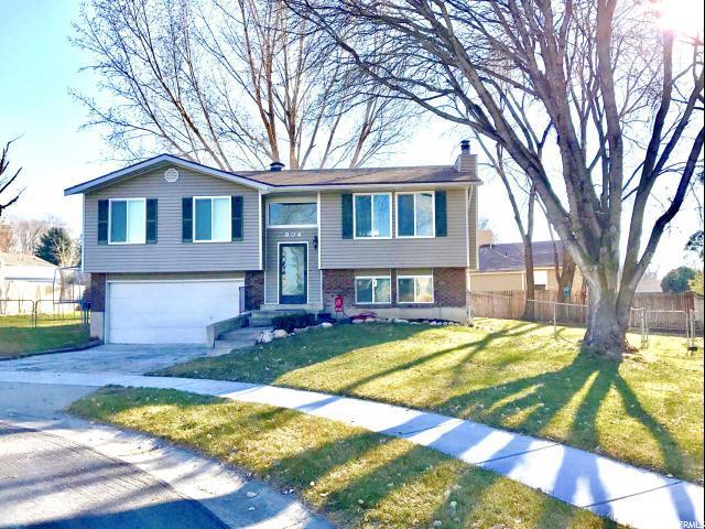 906 E Peach Blossom Cir S, Sandy, UT 84094 (#1496228) :: The Utah Homes Team with HomeSmart Advantage