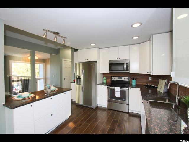 7517 S 2135 E, Cottonwood Heights, UT 84121 (#1500101) :: goBE Realty