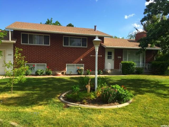 1711 E Village Green Rd S, Cottonwood Heights, UT 84121 (#1500115) :: goBE Realty