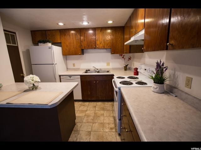 2592 W Greyhackle Ln S, Taylorsville, UT 84129 (#1500775) :: Bustos Real Estate | Keller Williams Utah Realtors