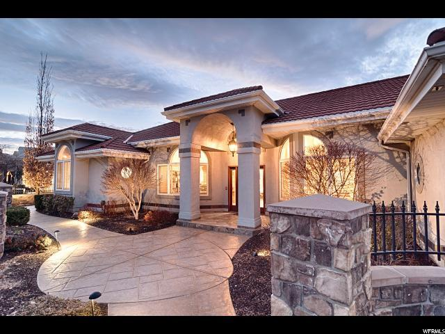 6376 S Canyon Cove Dr, Holladay, UT 84121 (#1509253) :: goBE Realty