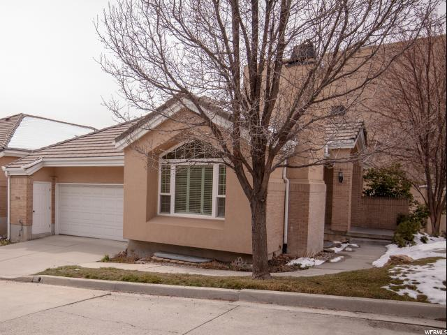 3948 S Summerspring Ln E, Holladay, UT 84124 (#1511047) :: Colemere Realty Associates
