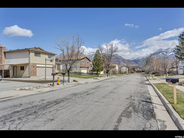 1675 E Ensign Cir S, Cottonwood Heights, UT 84121 (#1527174) :: Colemere Realty Associates