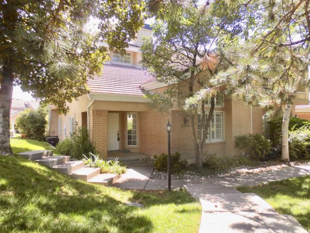 2384 E Summerspring Ln S, Holladay, UT 84124 (#1533622) :: Big Key Real Estate