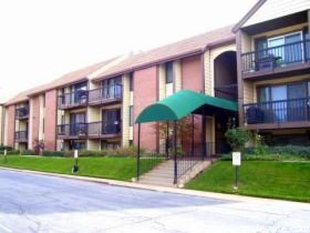 1091 Country Hills Dr #208, Ogden, UT 84403 (#1533632) :: Exit Realty Success