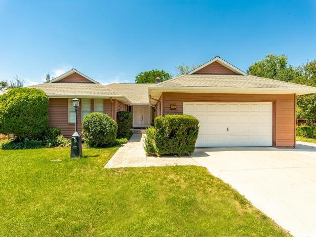 7740 S Silver Lake Dr E, Cottonwood Heights, UT 84121 (#1541766) :: goBE Realty