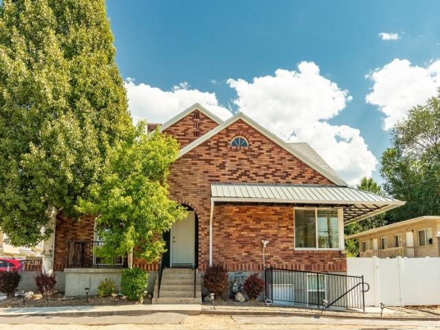 4381 S Highland Dr E, Holladay, UT 84124 (#1553131) :: goBE Realty