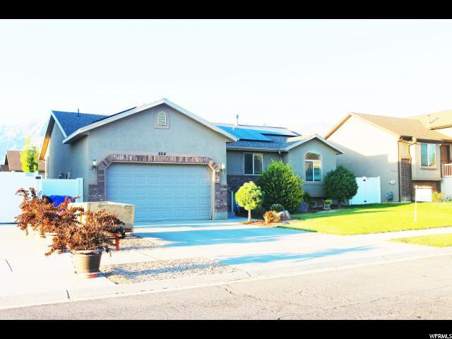 864 Willow Brook Ln, Pleasant View, UT 84404 (#1554232) :: goBE Realty