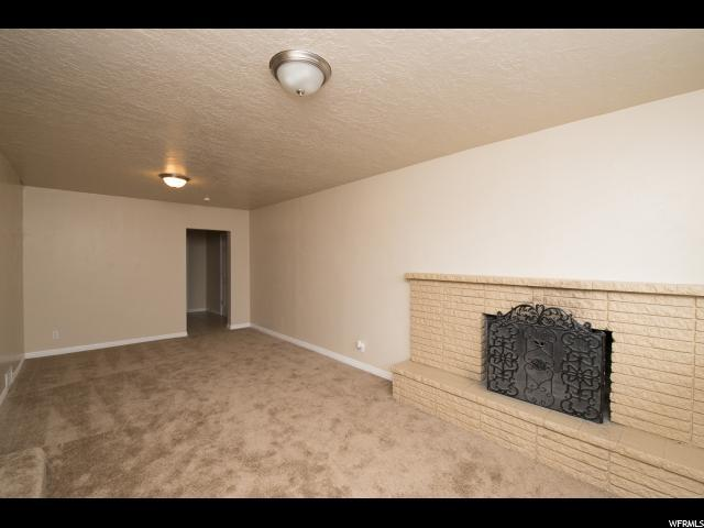 3020 W 2960 S, West Valley City, UT 84119 (#1555996) :: Colemere Realty Associates