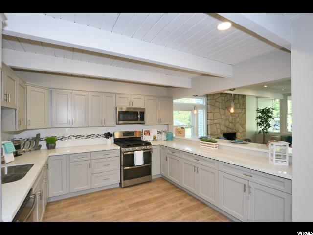 5797 S Beaumont Dr, Holladay, UT 84121 (#1556635) :: Colemere Realty Associates