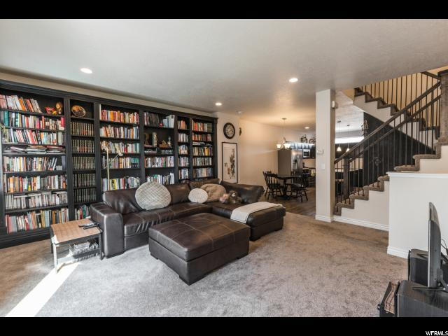 3890 S 1605 W #208, West Valley City, UT 84119 (#1561747) :: The One Group