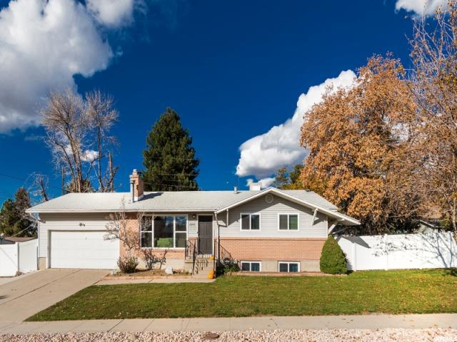 2507 E Country Ave, Cottonwood Heights, UT 84121 (#1565984) :: goBE Realty