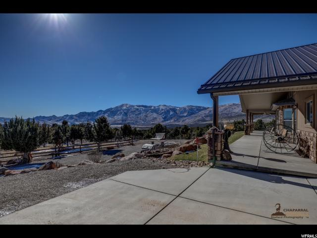 1744 Broad Hollow Dr N, New Harmony, UT 84757 (#1579584) :: goBE Realty