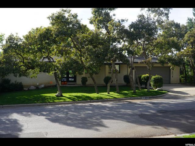 604 S Grand Oaks Dr E, Fruit Heights, UT 84037 (#1581321) :: goBE Realty