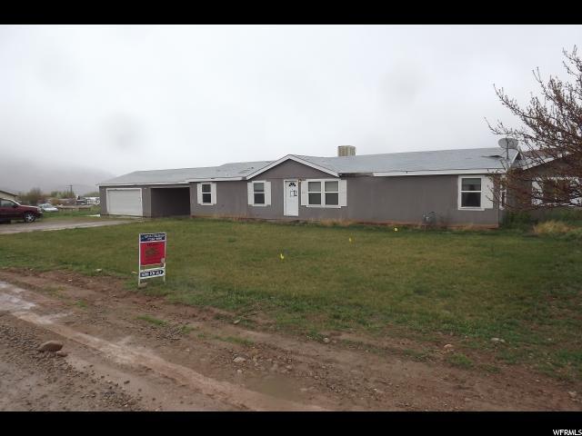 32 W . MT PEALE Dr, Moab, UT 84532 (MLS #1592593) :: High Country Properties