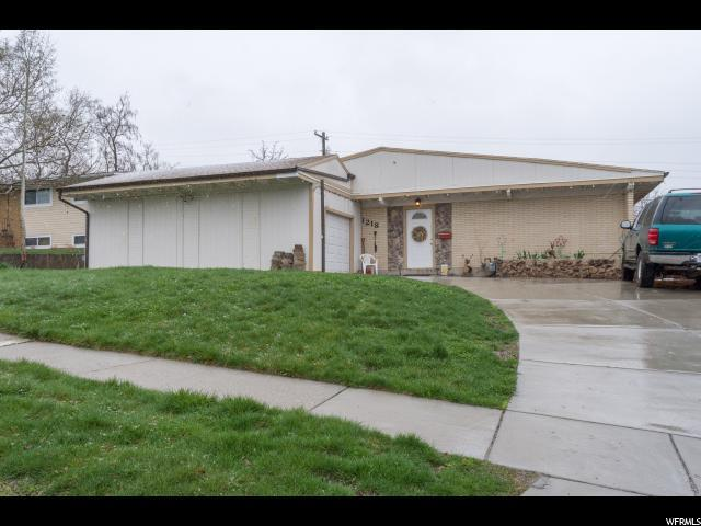 1218 E Sego Lily Dr, Sandy, UT 84094 (#1592742) :: The Utah Homes Team with iPro Realty Network