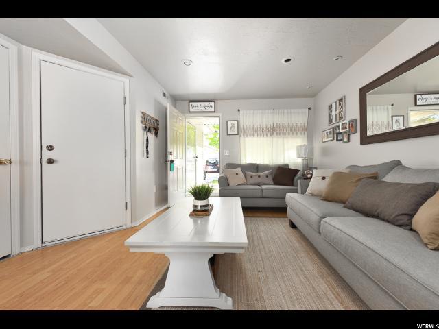 8177 W Buena Verde Ln W, Magna, UT 84044 (#1601207) :: Colemere Realty Associates