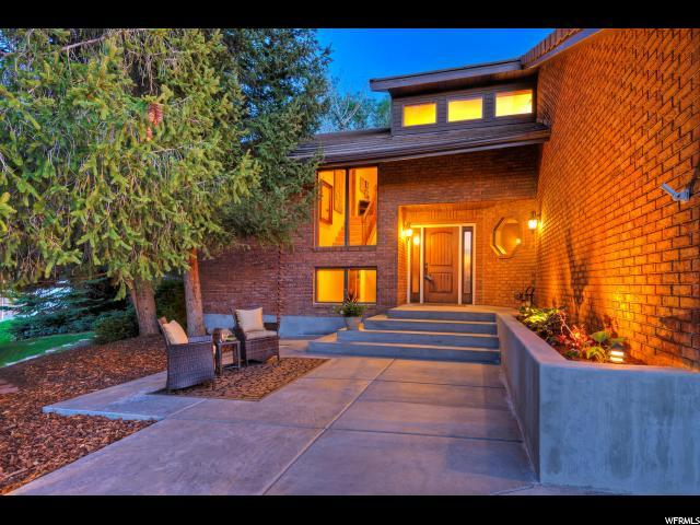 3544 E Sutton Ct, Cottonwood Heights, UT 84093 (#1601574) :: Colemere Realty Associates