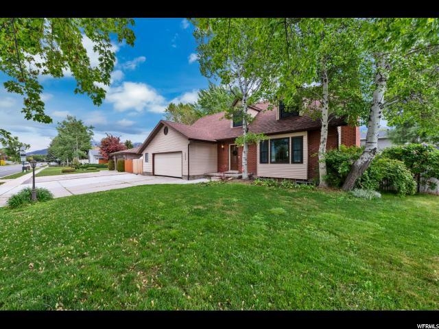 10039 Countrywood Dr, Sandy, UT 84092 (#1604044) :: Colemere Realty Associates