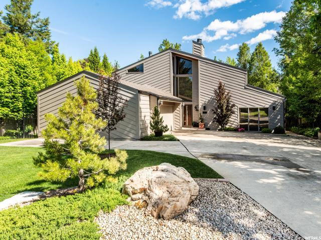 1855 E Moor Mont Dr S, Holladay, UT 84117 (#1605039) :: goBE Realty