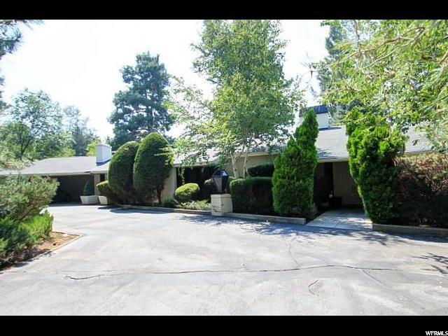 5676 Cottonwood Ln, Holladay, UT 84117 (#1608782) :: goBE Realty