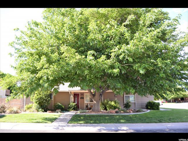 2422 W El Vista Dr, Santa Clara, UT 84765 (#1609163) :: goBE Realty