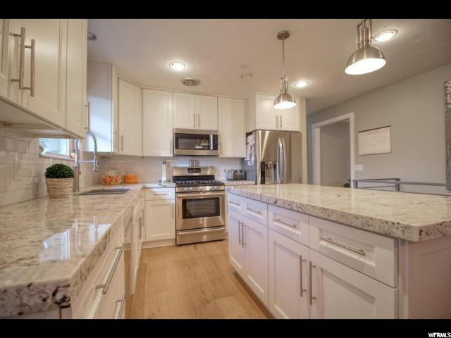 10482 S Golden Willow Dr, Sandy, UT 84070 (#1617789) :: Doxey Real Estate Group