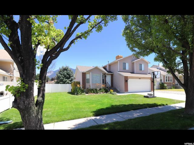 10817 S Berrywood Ct, Sandy, UT 84070 (#1617803) :: Doxey Real Estate Group