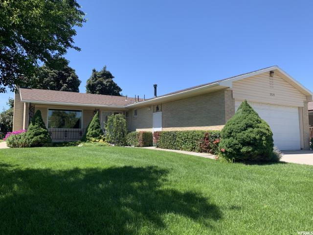 2235 W Saddle Way S, Taylorsville, UT 84129 (#1618400) :: Colemere Realty Associates