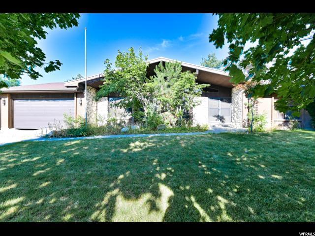 8447 S Escalante Dr, Sandy, UT 84093 (#1618623) :: Big Key Real Estate