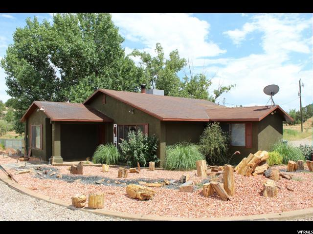 855 N Paradise Ln, Apple Valley, UT 84737 (#1619786) :: The Fields Team