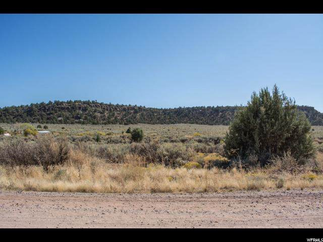 841 W Smithsonian Way, Apple Valley, UT 84737 (#1635273) :: Doxey Real Estate Group