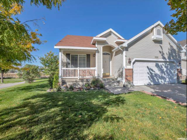 11762 S Bubbling Brook Ln, Draper, UT 84020 (#1636067) :: The Fields Team