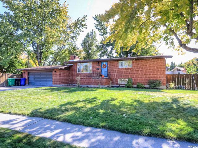 1516 E Meadowmoor Rd, Holladay, UT 84117 (#1636321) :: Bustos Real Estate | Keller Williams Utah Realtors