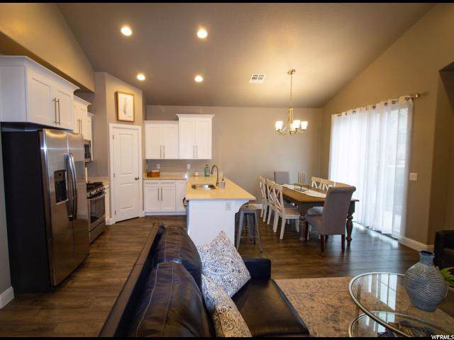 1917 E Vacation Ln, Washington, UT 84780 (#1636875) :: Colemere Realty Associates