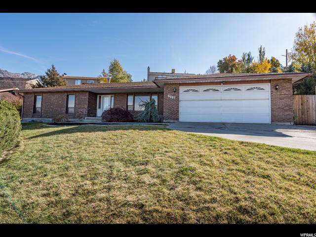 6967 S Sunrise Hills Cir E, Cottonwood Heights, UT 84121 (#1638821) :: Colemere Realty Associates