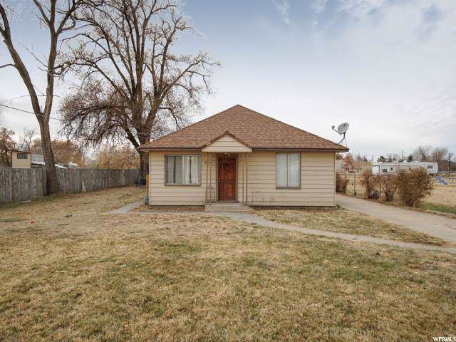 5541 S 5900 W, Hooper, UT 84315 (#1642449) :: Doxey Real Estate Group