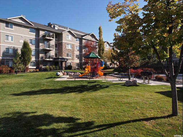 1205 E Privet Dr S #215, Cottonwood Heights, UT 84121 (#1645228) :: goBE Realty