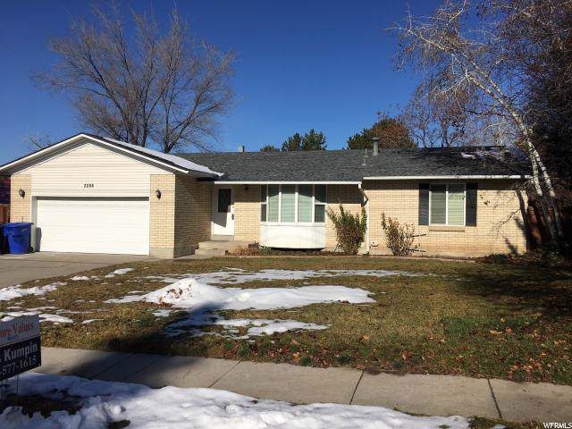 2285 E Creek Rd S, Cottonwood Heights, UT 84093 (#1645233) :: Red Sign Team