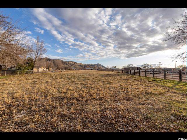 299 W 400 S, Hurricane, UT 84737 (#1649312) :: The Fields Team