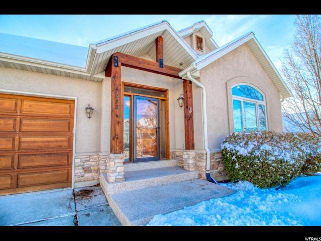 3232 E Lantern Hill Ct S, Cottonwood Heights, UT 84093 (#1655360) :: goBE Realty