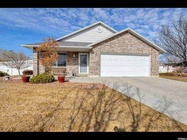 876 W 1730 N, Clearfield, UT 84015 (#1656658) :: The Canovo Group